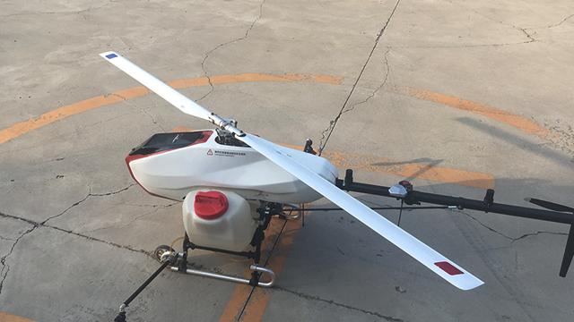 无距科技的拳头产品:X50农业植保无人直升机 摄影/杨志