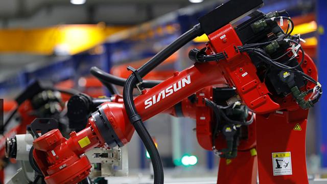 新松机器人也是辽宁产业结构升级的一个写照 摄影/任玉明