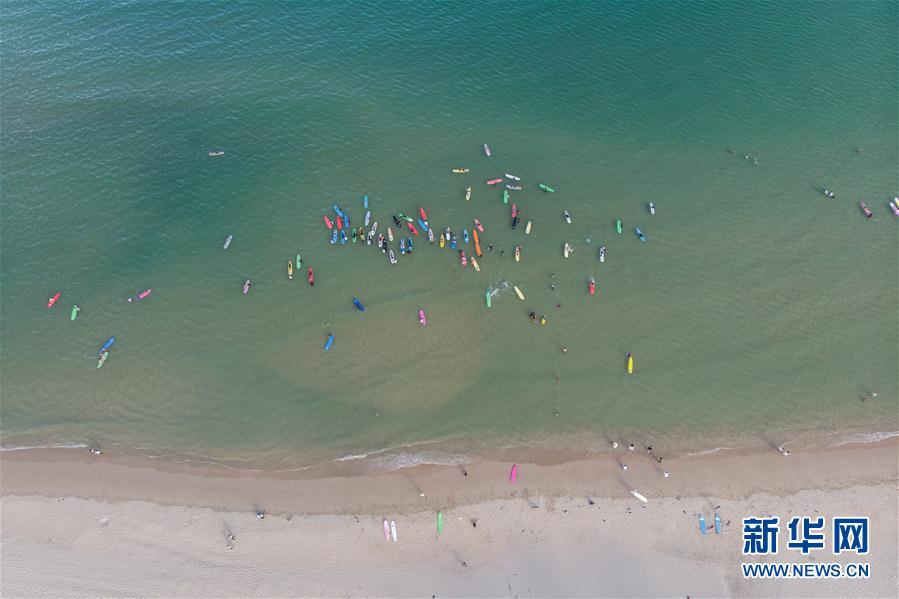 (体育)(3)全民健身——海上冲浪 乐享假期